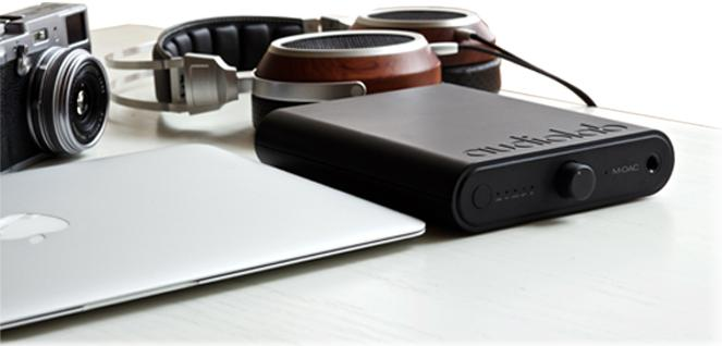 audiolab-m-dac-mini-with-headphones-macbook