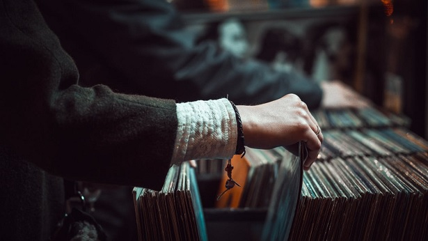 history-of-music-sources-buying-vinyl