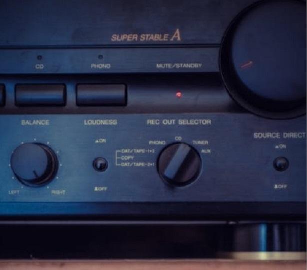 how-to-choose-a-hi-fi-ampifier-stock-image-2